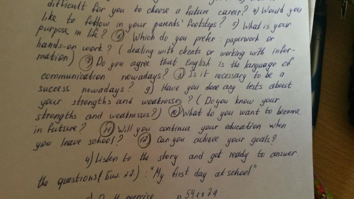 Помогите сделать английский, нада написать ответы на англ, на вопросы в кружках?